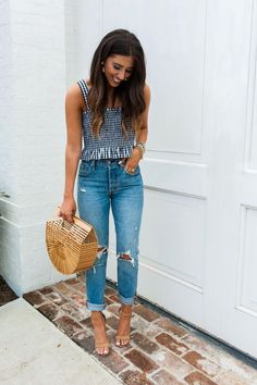 Dede Raad, Spring Outfits, A picnic is a must with spring right around the corner. This little Gingham top and boyfriend jeans are the perfect outfit for the occasion. Tomboy Mode, Mode Outfits, Casual Outfits, Dinner Date Outfit Casual, Cute Outfits With Jeans, Dinner Outfits, Picnic Outfits, Outfit Trends, Vintage Mode