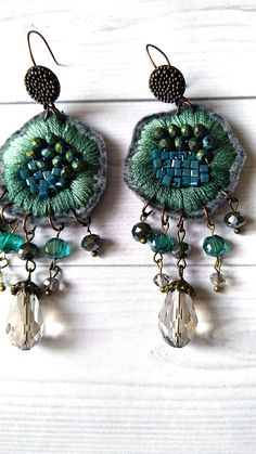 Hndmade Jewelry jewelry handmade - shop on line. Boho style fantasy flower shaped earrings, ith bead emboidery and cascade of bead pendants. Fiber Art Jewelry, Mixed Media Jewelry, Textile Jewelry, Fabric Jewelry, Jewelry Art, Beaded Jewelry, Silver Jewelry, Gold Jewellery, Silver Ring
