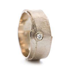 Golden ring with diamond | Wim Meeussen Goldsmith Antwerp