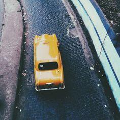 Kolkata yellow taxi / photo by Pious Saraswat