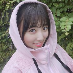 画像に含まれている可能性があるもの:1人、クローズアップ、屋外 Eyes On Me, Japanese Girl Group, 3 In One, Yuri, Raincoat, Idol, Kawaii, Singer, Highlight