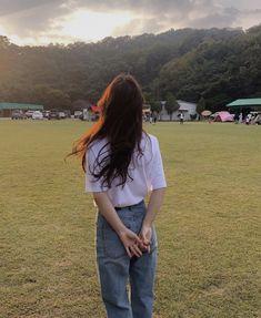 Instagram Pose, Instagram Girls, Korean Aesthetic, Aesthetic Girl, Ulzzang Fashion, Ulzzang Girl, Korean Fashion Fall, Girl Korea, Girl Couple