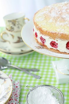 a framboisier cake with vanilla sponge layers, and filled with raspberries & white chocolate buttercream. tea party!