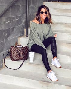 stylish casual outfit ideas with jeans 10 Simple Outfits, Casual Outfits, Cute Outfits, Fashion Outfits, Womens Fashion, Fasion, Fashion Clothes, Soccer Mom Outfits, Bright Dress
