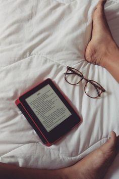 Descubra quais os benefícios de adquirir um Kindle para melhorar o seu desempenho na leitura. O Kindle paperwhite vai te ajudar a ler muitos livros em menos tempo. Kindle, Book Instagram, Instagram Story, Online Book Club, Creative Instagram Stories, Coffee And Books, Book Aesthetic, Book Reader, Book Photography