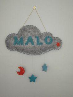 Belle plaque de porte ou suspension ou mobile nuage et étoiles et lune avec le prénom de votre enfant/fille/garçon/bébé.    Idée de cadeau personnalisé