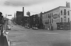Looking west up Michigan Street at Monroe Avenue NW in 1918. The Grand Rapids Brewing Co. dominates the skyline. (Courtesy Photo | Grand Rapids Public Library.)