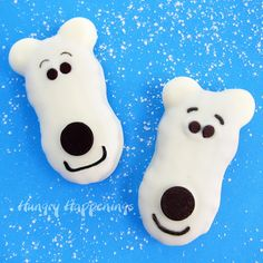 Polar Bear Cookie Decorating Idea: Two white polar bear cookies Transform a plain store bought cookie into a festive little treat! Make these Nutter Butter Polar Bear Cookies and your guests will be growling for you to. Kids Christmas Treats, Christmas Candy, Simple Christmas, Christmas Baking, Holiday Treats, Christmas Foods, Christmas Recipes, Holiday Fun, Holiday Candy