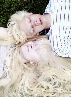 albino models Nastya Zhidkova & Kriss Balch ~ by Anna Danilova. Modelo Albino, Pretty People, Beautiful People, Pale Skin, White Aesthetic, White Hair, Dark Fantasy, Belle Photo, Character Inspiration