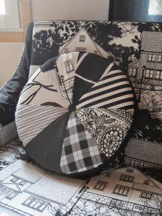 Tee-se-itse-naisen sisustusblogi: Round Patchwork Pillow