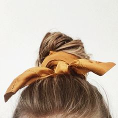 accessorize your hair, perfect bun, perfect chignon Scarf Hairstyles, Messy Hairstyles, Pretty Hairstyles, Hairstyles Videos, Winter Hairstyles, Indian Hairstyles, Everyday Hairstyles, Vintage Hairstyles, Wedding Hairstyles