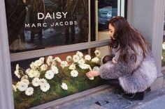 daisy marc jacobs and the popup tweet shop - Fashion Toast
