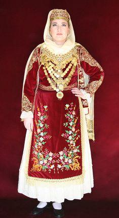 Γυναικεία Νυφική Φορεσιά Ασπροπύργου Greek Traditional Dress, Traditional Outfits, Greek Dress, European Costumes, Greek Royalty, Folk Costume, World Cultures, Hair Designs, Greece