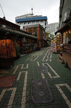 I want to go to Seoul so bad!  street in Seoul