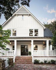 Cool 88 Modern Farmhouse Exterior Design Ideas. More at http://88homedecor.com/2017/12/28/88-modern-farmhouse-exterior-design-ideas/