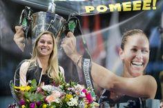 Video: Foto: Dominika Cibulková je už doma, vítali ju ako hrdinku | Šport.sk