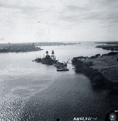 """Japanese Attack at Pearl Harbor, December Aerial view of """"Battleship Row"""" moorings on the southern side of Ford Island, 10 December showing damage from the Japanese raid Pearl Harbor 1941, Pearl Harbor Hawaii, Pearl Harbor Attack, Day Of Infamy, Remember Pearl Harbor, Uss Arizona Memorial, Us Battleships, Imperial Japanese Navy, Us Navy Ships"""
