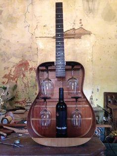 Useful Repurposed Guitar Ideas For Diy Enthusiasts - DIY Furniture Bedroom Ideen Repurposed Furniture, Diy Furniture, Furniture Plans, Furniture Making, Garden Furniture, Repurposed Items, Guitar Shelf, Guitar Crafts, Guitar Diy