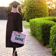 Graduation should be celebrated as the day of success, a long and challenging process. Graduation Picture Poses, College Graduation Pictures, Graduation Photoshoot, Grad Pics, Graduation Balloons, Graduation Decorations, Modele Hijab, Graduation Photography, Hijab Fashion