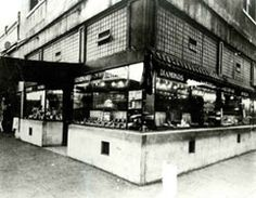 1920s | Morris and William Zale have a vision: provide customers with quality merchandise at the lowest possible price. The vision becomes reality with the opening of the first Zales Jewelers store in Wichita Falls, Texas, in1924. Inventory includes small appliances, cameras and cookware, in addition to jewelry.