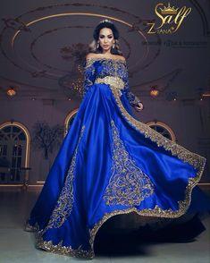 ous souhaitez vivre une journée de rêve lors de votre mariage ? Venez découvrir mes robes qui feront de vous une sublime princesse !!! Caftan Instagram, Couture Dresses, Fashion Dresses, Evening Dresses, Formal Dresses, Wedding Dresses, Arabic Dress, Moroccan Caftan, Engagement Dresses