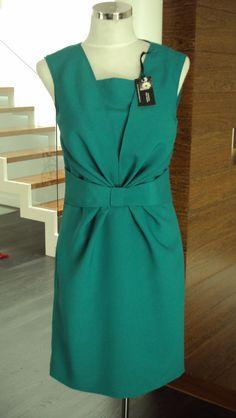 vestido verde esmeralda drapeado na cintura