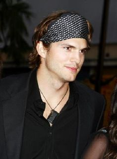 Ashton Kutcher in a men s headband. Love this look! Lot s of men s options  available 7b675d6f23e