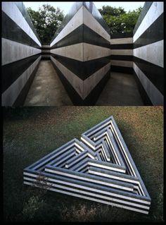 Robert Morris, Labirinto trani serpentino cemento, 1982