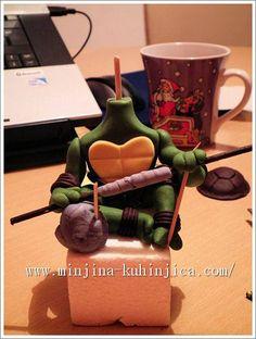 tortugas ninja tutorial en: http://www.minjina-kuhinjica.com/fondan-i-gum-pasta/figurice-od-fondana/nindza-kornjaca-tutorijal/