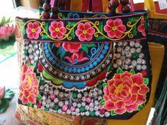 Bolsa Bohemia BordadaRosa  Tamanho 31 x 21 cm