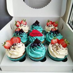 Cupcakes uploaded by Trang Lê on We Heart It Cute Desserts, Delicious Desserts, Yummy Food, Cupcake Recipes, Baking Recipes, Dessert Recipes, Baking Desserts, Baking Business, Yummy Cupcakes
