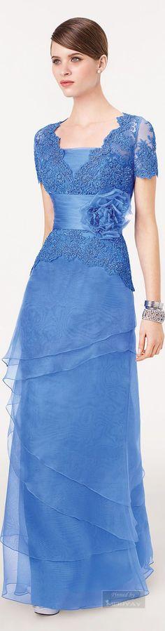 Encantador vestido azul Esta preciosidad adornada con bordados seguro que podría hacer feliz a más de una chica en un evento de gran categoría. Un vestido fabuloso en color azul que te hará sentir...