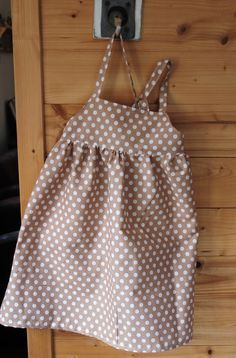 Tuto robe petite fille Baby Couture, Couture Sewing, Sewing For Kids, Baby Sewing, Spring Outfits, Kids Outfits, Women Seeking Men, Petite Outfits, Kids Fashion