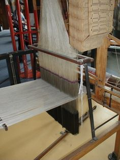 Jacquard loom with hooks