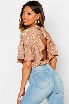 Shop boohoo's range of womens and mens clothing for the latest fashion trends you can totally do your thing in, with of new styles landing every day! Teintes Pastel, Kimono, Latest Tops, Lingerie, Fashion Face Mask, Ruffle Sleeve, Mannequin, Mocha, Elegant