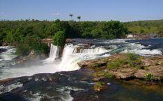 Cachoeiras que formam piscinas naturais e encantam o olhar fazem parte da paisagem no Jalapão - Cachoeira da Velha