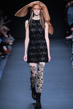 Ann Demeulemeester Spring 2014 Ready-to-Wear Fashion Show
