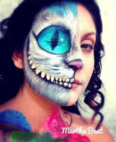 Halloween Makeup: 5 ingenious DIY beauty hacks for the scary .- Halloween Make-up: 5 geniale DIY-Beauty-Hacks für den gruseligen Partyabend! Looks Halloween, Halloween Face Makeup, Scary Halloween, Happy Halloween, Alice In Wonderland Makeup, Diy Beauty Hacks, Beauty Ideas, Cheshire Cat Costume, Cheshire Cat Makeup