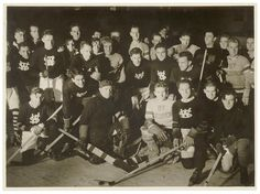 Western Suburbs and St.George ice hockey at Glaciarium, Sydney, June 1937 / photographer Sam Hood