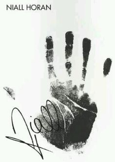 You know you're a directioner when you're attracted to niall's hand print