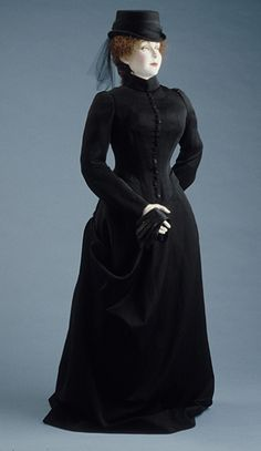Woman's Riding Habit by Holzwarth (Austria, Vienna, active early 20th century) Austria, Vienna, circa 1900 Wool broadcloth (63.26.6a-c) | LACMA Collections