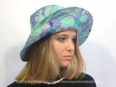 Authentique chapeau fleuri seventies, très tendance hippie !