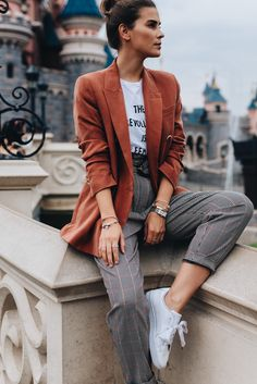 """1 part - 3 looks: white sneakers- 1 Teil – 3 Looks: Weiße Sneaker In the second part of my """"Basic Style Guide"""" I will show you 3 different styling options with a white sneaker: one casual, one trendy and one business. Plaid Pants Outfit, Blazer Outfits Casual, Orange Blazer Outfits, Women Blazer Outfit, Formal Casual Outfits, Best Smart Casual Outfits, Sporty Chic Outfits, Sporty Chic Style, Dope Style"""