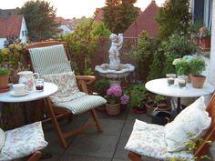 """Userin """"kroeterich"""" entspannt am liebsten in gemütlichen Gartenstühlen auf ihrem Sommerbalkon"""