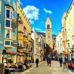 Good morning guys! Pic by @alto_adige_sudtirol #instavipiteno #wanderlust #altoadige #southtyrol #südtirol #spring #instagood #landscape #panorama #photooftheday #nature #mothernature #montagna #italy #italia #hiking #walking #love #instadaily #sunnyday #sun #downtown #medieval #medievalcity #citycenter #tower