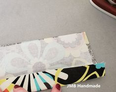 How to Make a Simple Tote Bag - JMB Handmade Diy Fabric Purses, Diy Bags Purses, Fabric Wallet, Patchwork Bags, Quilted Bag, Patchwork Patterns, Patchwork Designs, Easy Tote Bag Pattern Free, Free Pattern