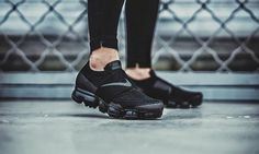 An On-Feet Look at Nike's Upcoming Laceless Air VaporMax Air Max Sneakers, All Black Sneakers, Sneakers Nike, New Nike Air, Nike Air Vapormax, Air Jordan, Reebok, Baskets, Gucci