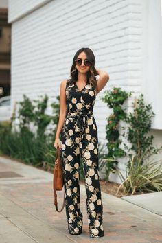 Amazing jumpsuit with print Petite Jumpsuit, Floral Jumpsuit, Jumpsuit Dress, Simple Outfits, Chic Outfits, Trendy Outfits, Jumpsuit Pattern, Jacket Pattern, Indian Designer Outfits