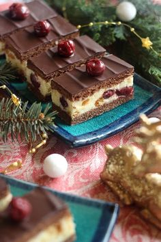 Juditka konyhája: ~ BONBON MEGGY SZELET ~ Torte Cake, Cake Bars, Cream Cheese Flan, Cookie Recipes, Dessert Recipes, Biscuit Cake, Hungarian Recipes, Pie Dessert, Creative Cakes