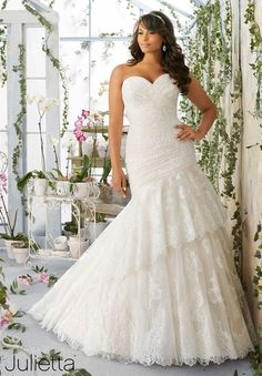 Are you a bride-to-be looking for the best plus size bridal dress? Here we have scouted out the best curvy wedding dresses, to make you feel like a princess on your big day.
